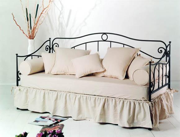 Sedie poltrone divani panchette e sgabelli minuetto for Divano letto in ferro battuto ikea